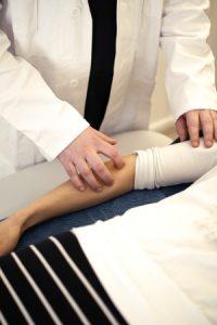 Akupunktiolla voi hoitaa tenniskyynärpäätä ja muuta kyynärpään kipua